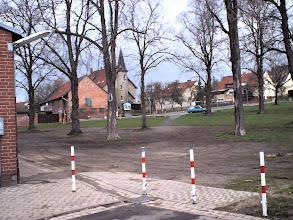 Photo: 2003 - Der Schützenplatz mit hinten das Pfarrhaus