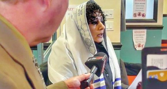 Sandra-Solomon-at-Masjid-Toronto-mosque_w580.jpg