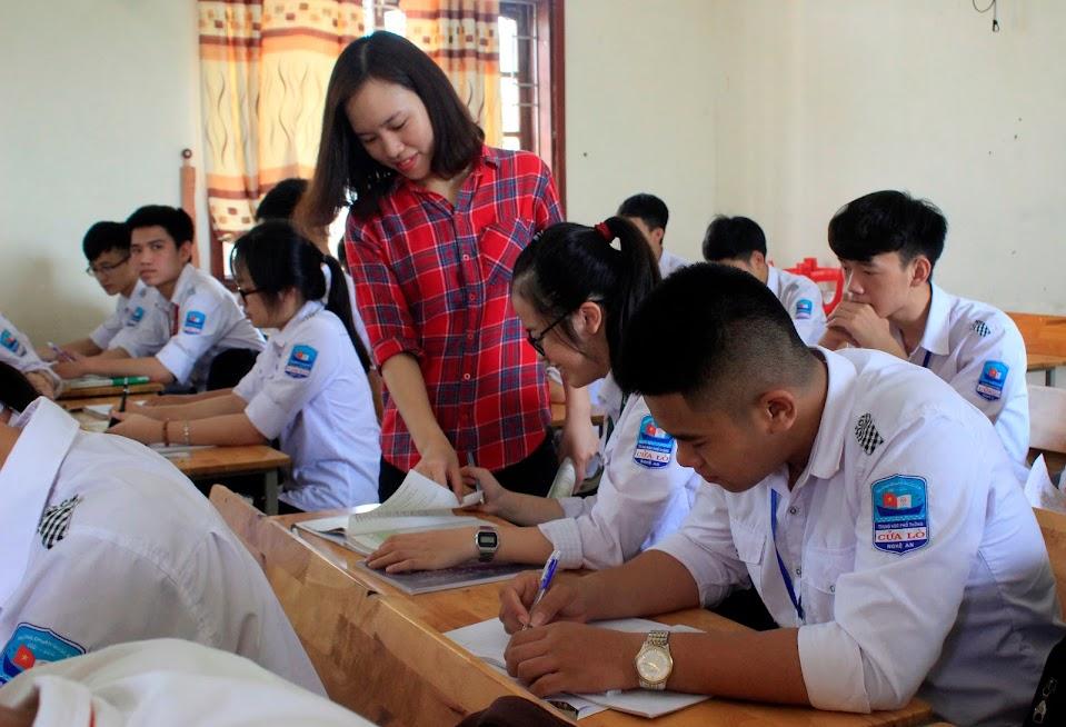 Giáo viên và học sinh Trường THPT Cửa Lò (TX Cửa Lò) đang gấp rút ôn thi THPT quốc gia năm 2019