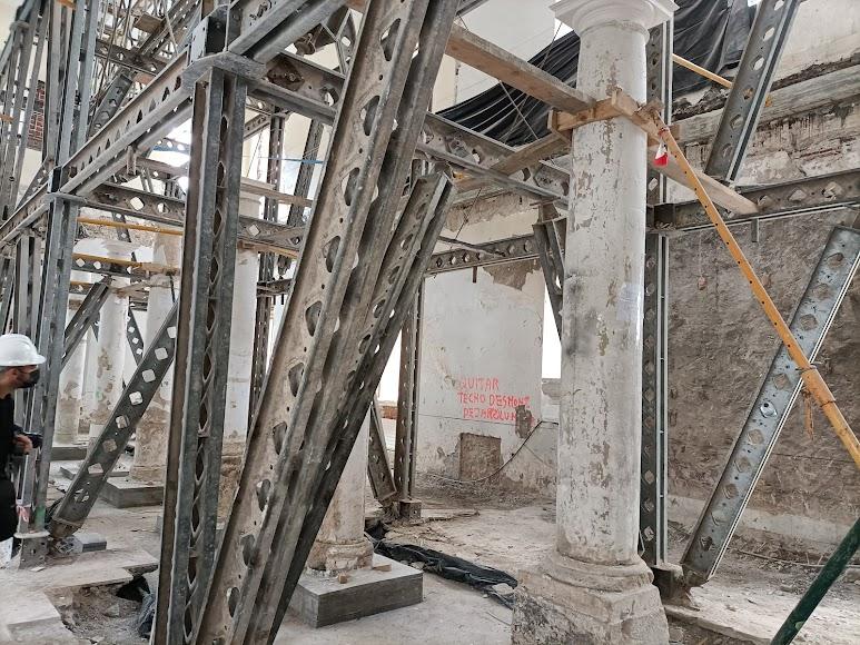 Andamios montados para sostener los techos de la segunda planta de la sala de San Rafael