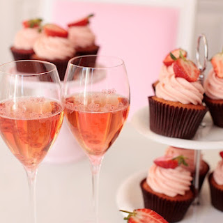 PEGGY'S STRAWBERRY & CHAMPAGNE CUPCAKE