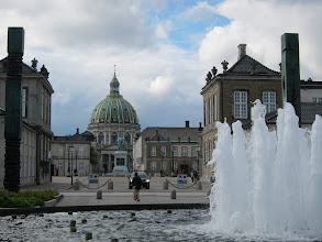 Photo: Marble church and Amalienborg Palace
