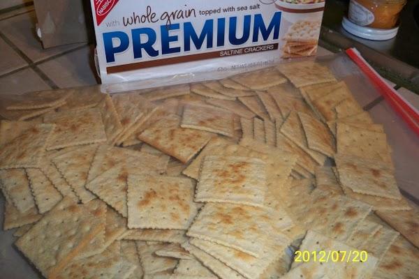 Spicy  Crowd Pleasin' Crackers Recipe