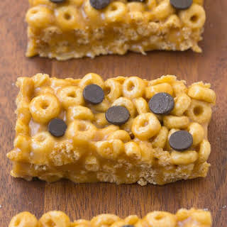 Healthy 4 Ingredient No Bake Protein Cereal Bars.