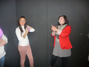 Photo: Sessió de jocs de l'INS Marina: jugant a fer mímica.