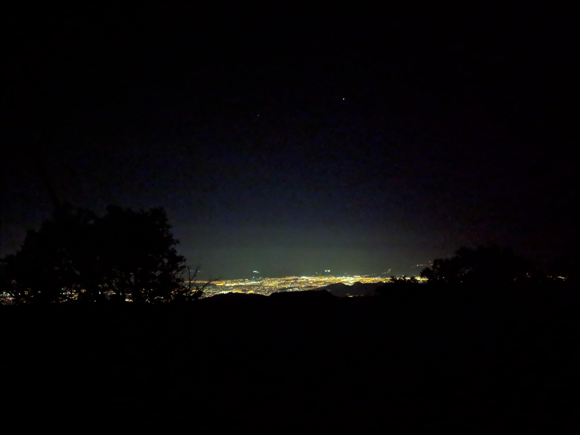 Superbe vue de la ville de l'autre côté • Stunning view of the city on the other side