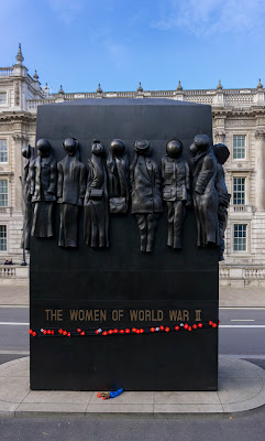 Monument to the Women of World War II di anapeas