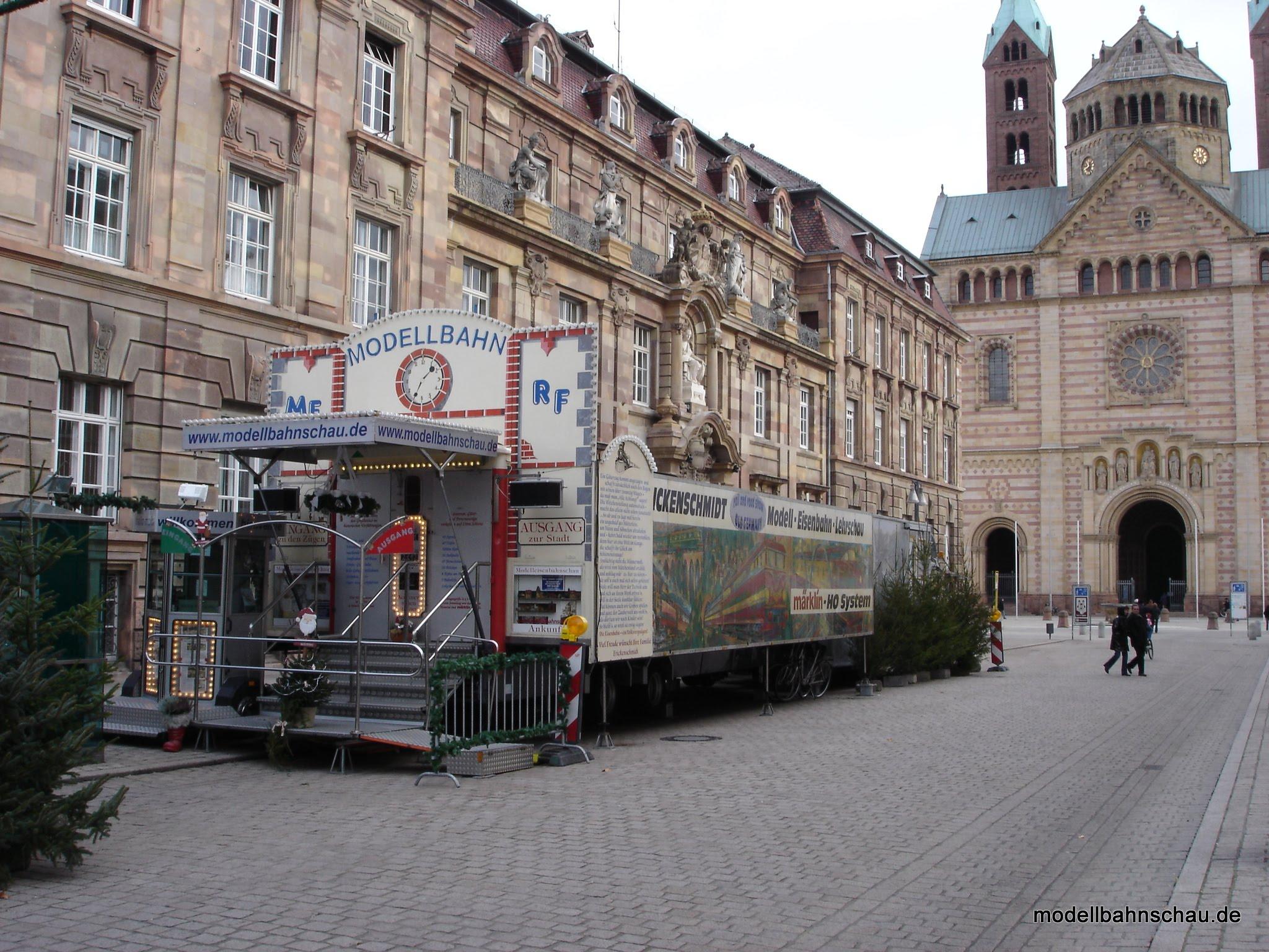 Photo: Weihnachtsmarkt vor dem Dom in Speyer