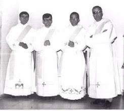 """Photo: Nos la envía F. José Laguna:""""los que nos ordenamos sacerdotes el 24 de Junio de 1972""""."""
