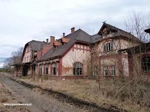 Photo: Dworzec od strony torów, obiekt jest całkiem opuszczony