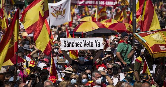Miles de personas protestan en Colón contra los indultos del 'procés'