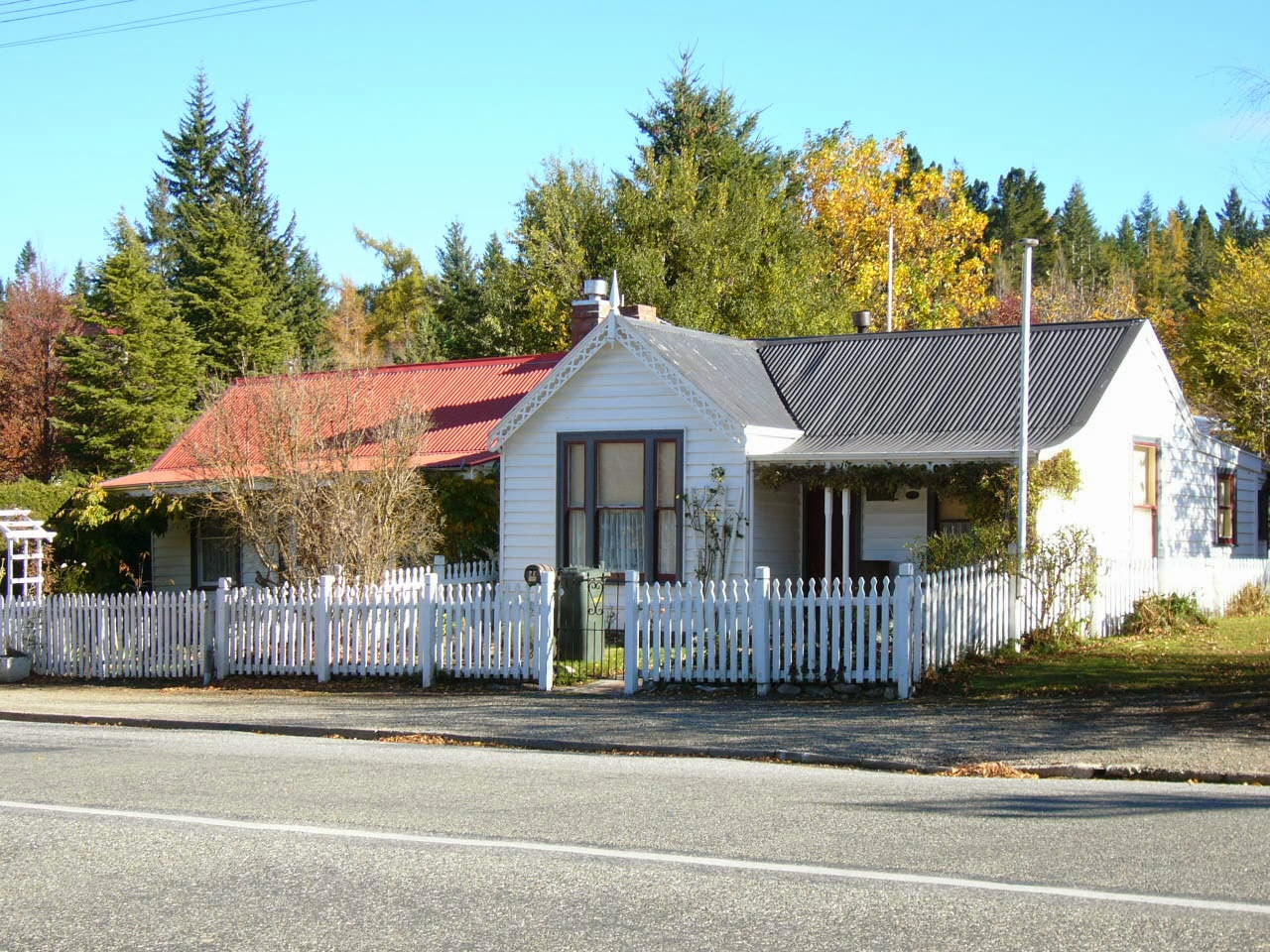 Photo: Former gold miners's cottages