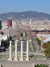 Photo: Vista inversa: columnas, calle, plaza, resto de la ciudad.