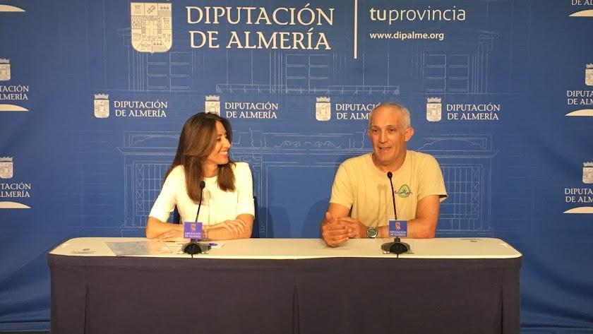 Carmen Belén López, diputada de Familia y José Manuel Fuentes, gerente de Ecoagata, durante la presentación.