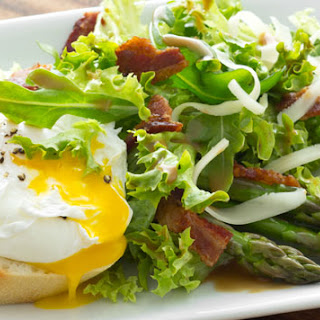 Asparagus Poached Egg and Bacon Salad