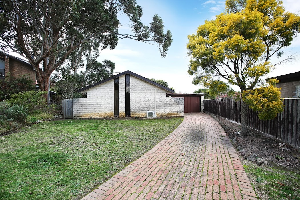 Main photo of property at 13 Deanswood Close, Wantirna South 3152