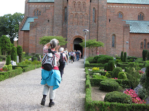 Photo: Pilgrimmene blev modtaget med klokkeringning ved Løgumkloster kirke