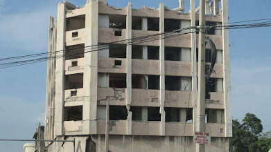 Photo: Random buildings left from the earthquake. I hope they wont fall anytime soon.