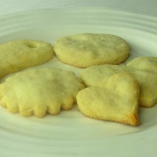 Paleo Holiday No-Sugar Cookies.