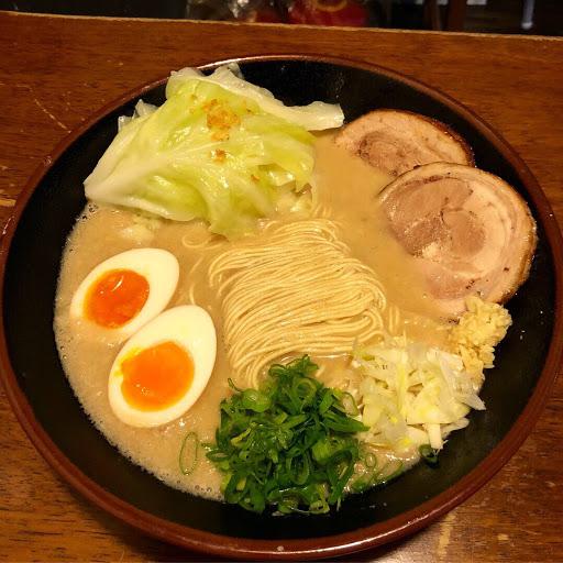 湯頭選擇日本味非常濃郁! 如果喜歡濃郁但是不要太濃的話 建議選台灣味(比較合台灣人的胃口) 料多豐富、吃完一碗可以飽一整個下午 會想再去吃,人多的時候要排隊 剛好去的時候是下午時段,人稍微比較少,等了