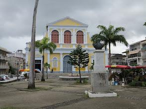 Photo: En face du Tribunal, l'Eglise de St Pierre et St Paul (2 saints c'est mieux qu'un) est bien mieux entretenue.