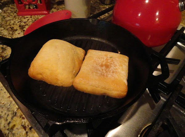 Brush remaining 2 tablespoons sundried tomato oil over each cut side of bread. ...