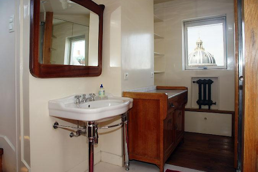 apartment in st germain washroom