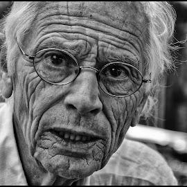 M by Etienne Chalmet - Black & White Portraits & People ( street, black and white, man, portrait, people )