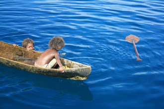 Photo: hey dumby, i lost my paddle