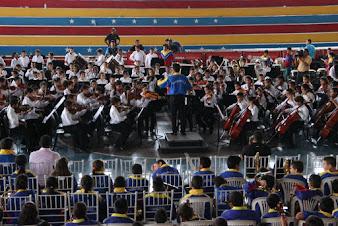 La Sinfónica Nacional Regional Infantil del estado Sucre, bajo la dirección de José Parejo, interpretó el Aleluya de Haendel, mostrando la capacidad de sus 197 integrantes para transmitir las emociones de esta importante canto, inspirado en un oratorio de la relación del hombre con Dios.