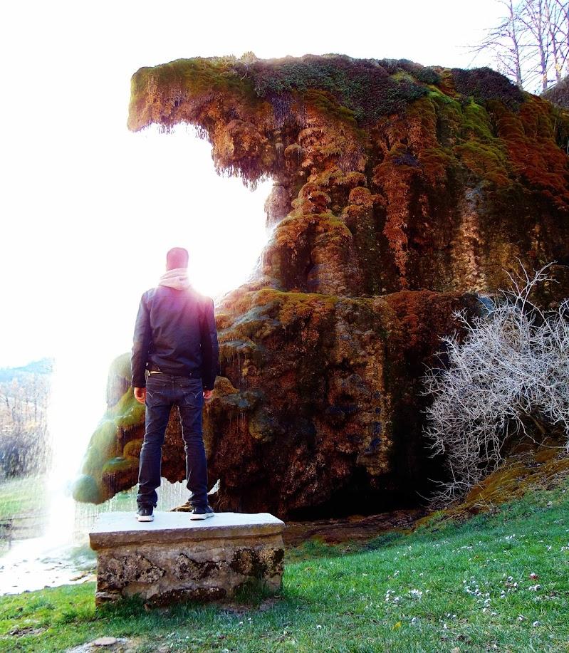 L'uomo e la cascata di Alessandro Obinu