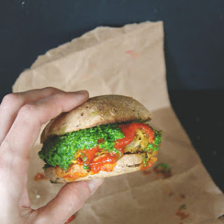 Lentil + Quinoa Burgers // Baby Kale Pesto