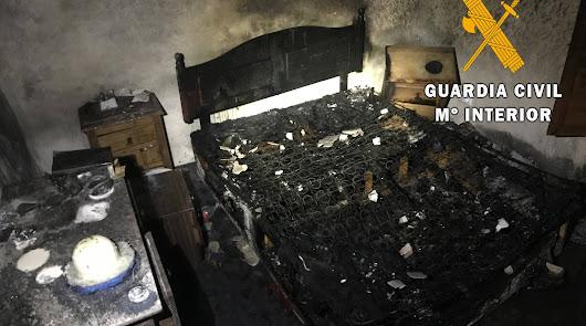Rescatada de las llamas una mujer en su casa de Albanchez