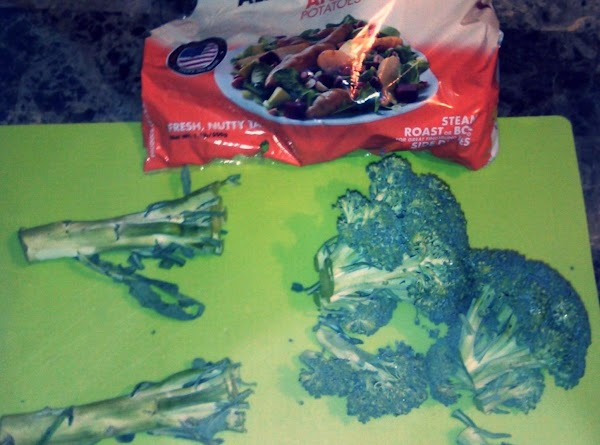 Preheat oven to 350.  Wash potatoes and chop tops off broccoli.