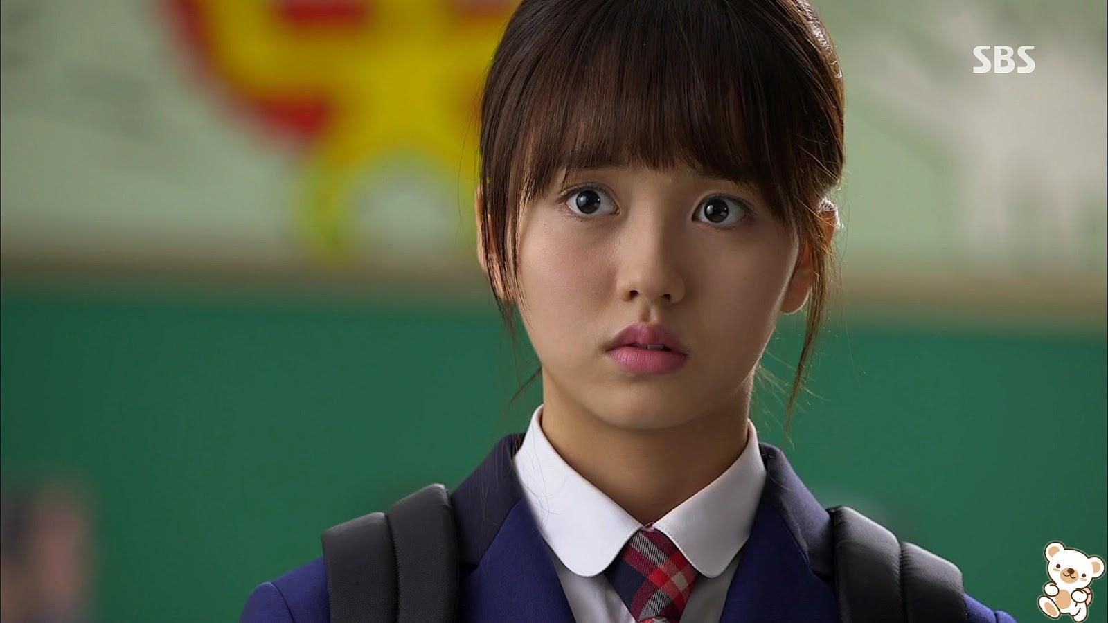 Korean Girls Discuss The Pressures of Wearing Makeup