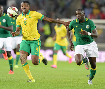 Bafana's Thamsanqa Gabuza fends off Issa Cissokho of Senegal. Picture: LEFTY SHIVAMBU/GALLO IMAGES