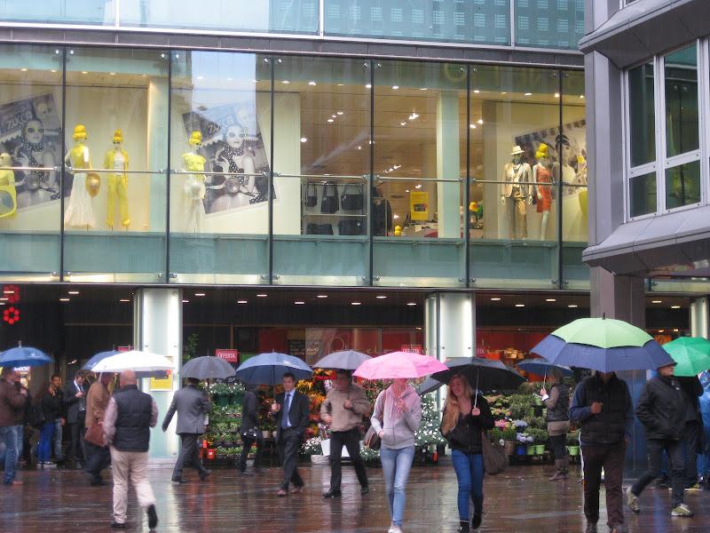Shopping sotto la pioggia di Alexbarbi
