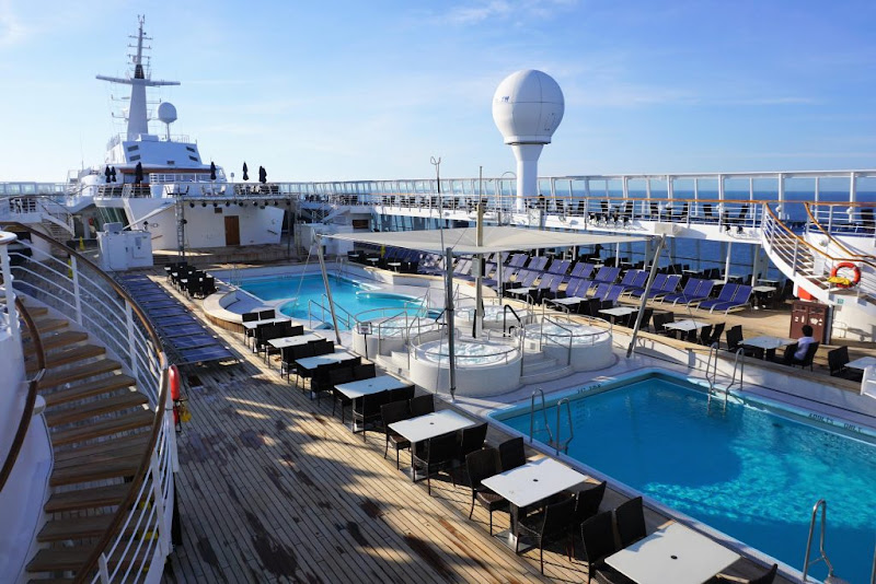 The main pool deck on Norwegian Sky.