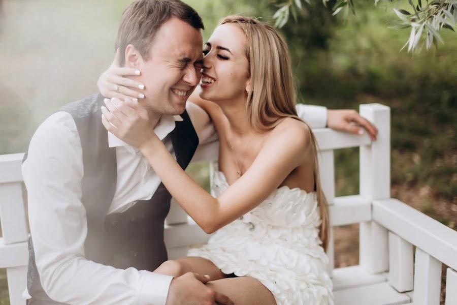 Wedding photographer Oksana Kuchmenko (milooka). Photo of 15.02.2019