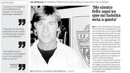 Ángel Pérez García nada más firmar con el Almería en 2004.