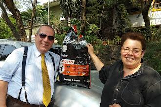Photo: Visita à prof.a Ana Cristina Costa Rodrigues (uma batalhadora pelos bichos) e ração para a cachorrada. Semana que vem tem mais. 30 09 2016