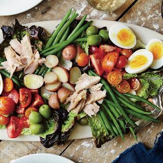Communal Salade Niçoise.