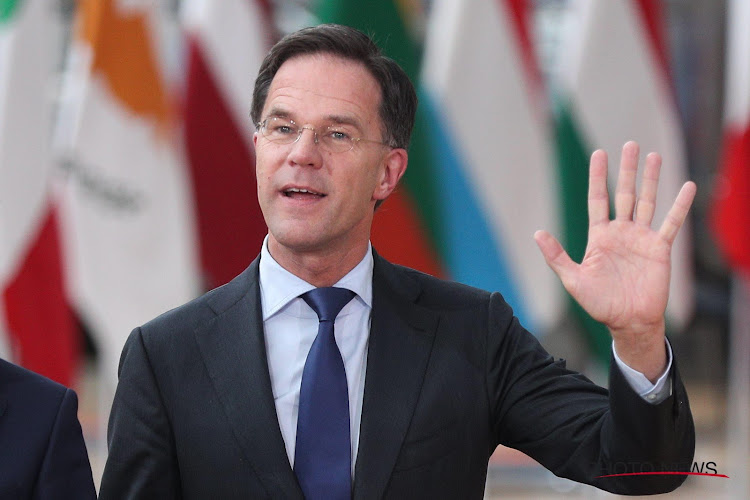 """Nederlandse premier heeft geen begrip voor roepende voetbalfans: """"Gewoon je bek houden"""""""