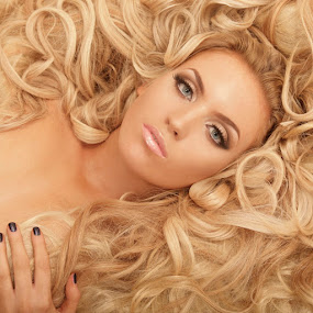 Hair to die for by Alistair Cowin - People Fashion ( model, blond hair, hair style, curly hair )