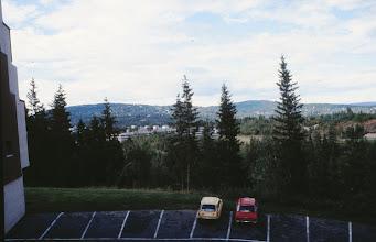 Photo: Keltainen automme parkissa Norjassa