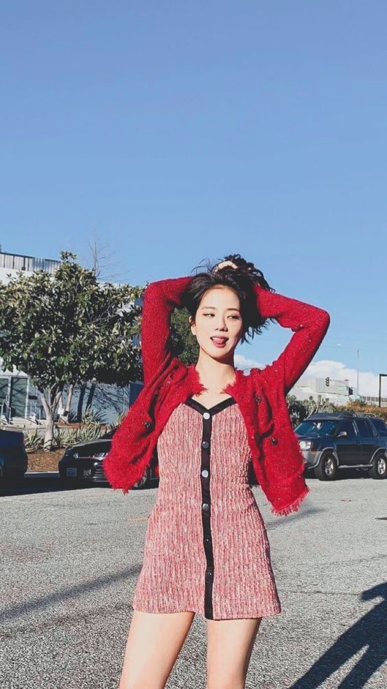 jisoo red 8