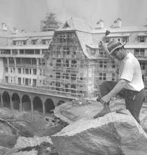 Photo: Hotel Quitandinha em construção. Outra vista geral aérea do prédio. Foto da década de 40