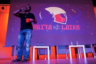 Photo: En la sorpresa de la tarde, Ángel @angelmartin_nc sale con una taza roja de Órbita Laika de imitación, para reclamar que no nos creamos todo lo que nos cuenten.