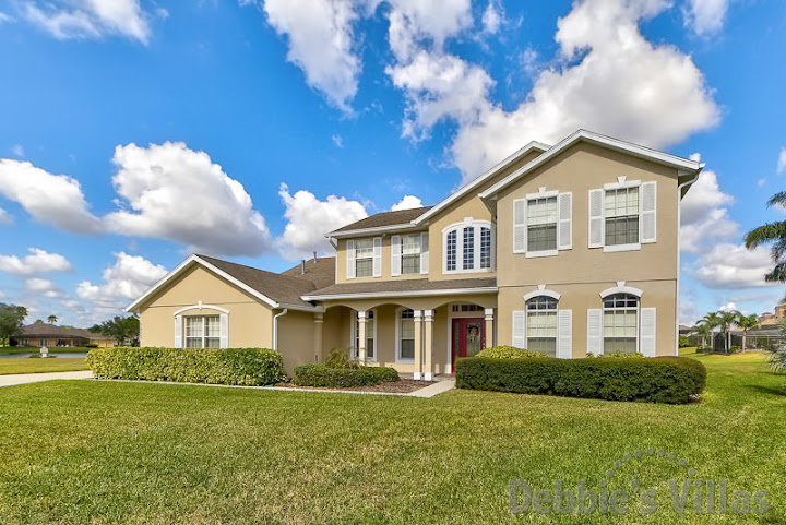 Orlando villa close to Disney, gated community, private pool and spa, lake view, games room