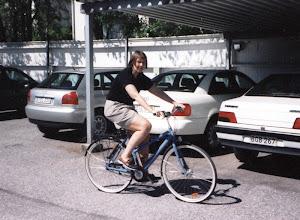 Photo: Tässä kuvassa vuodelta 2000 pyörän takana taitaa olla sama valkoinen Audi kuin edellisessä kuvassa, mutta myös Lassen uusi Audi A3